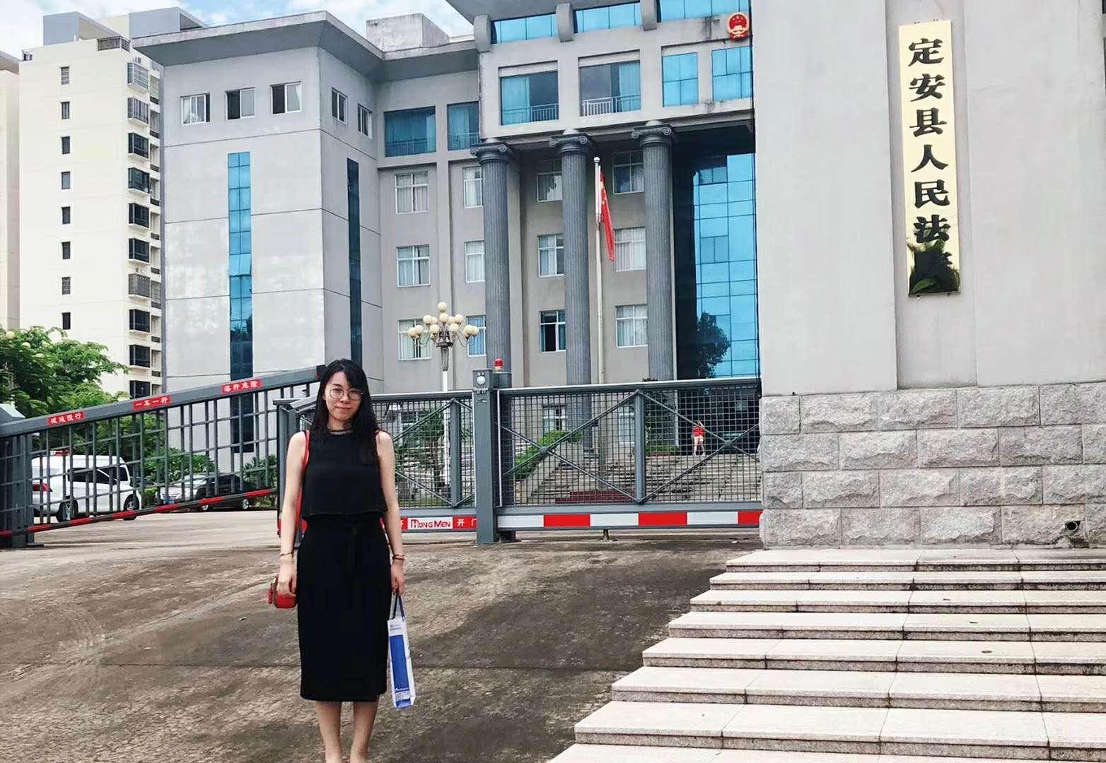 前往定安县人民法院某离婚纠纷案参加开庭