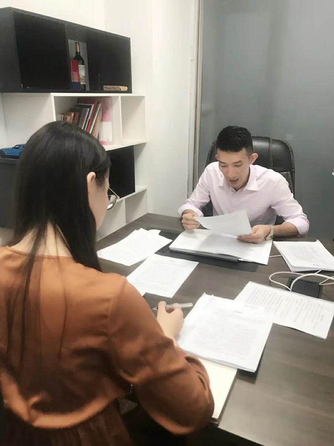 石文辉律师组织盈辉律师团队成员进行模拟开庭