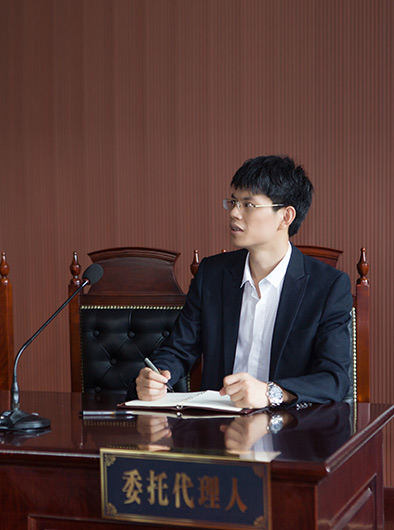 周潮荣律师风采