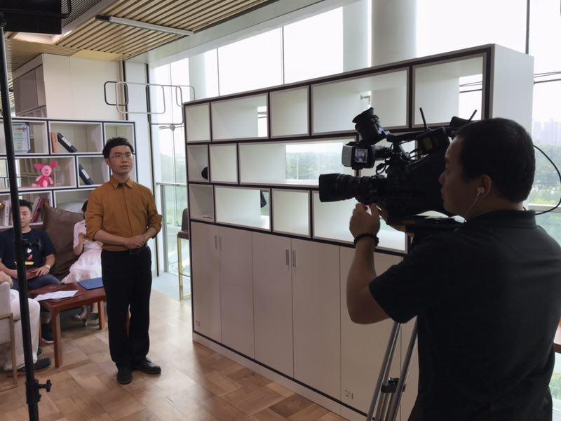 马俊哲律师进行电视拍摄