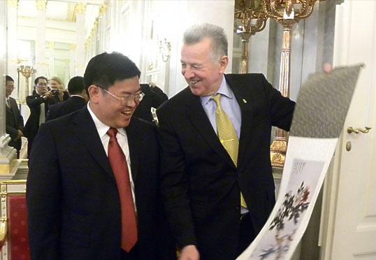匈牙利总统亲切接见盈科律师事务所主任梅向荣