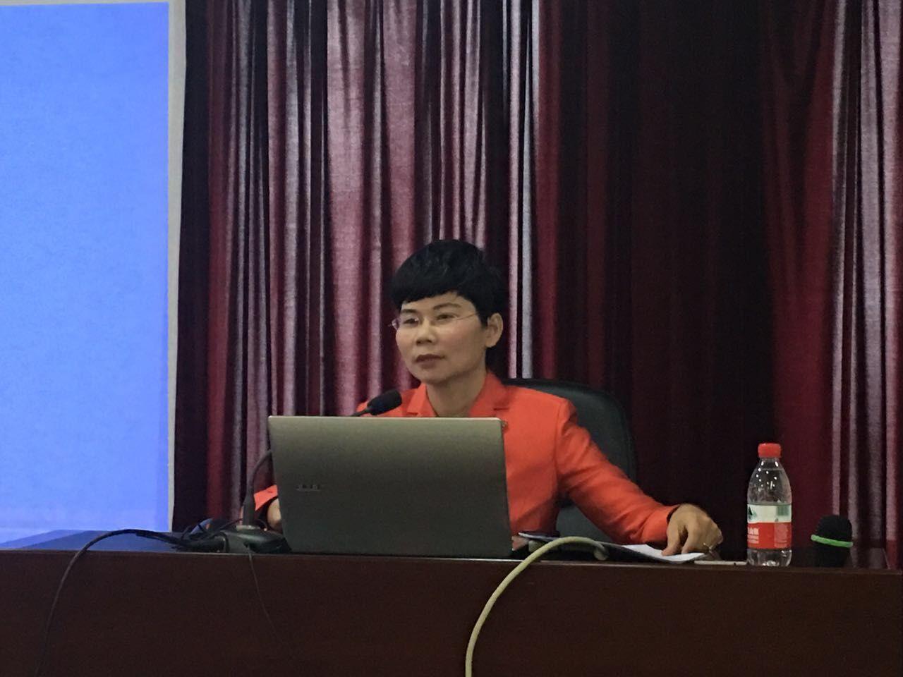 蒋律师作为点睛网高级讲师授课现场