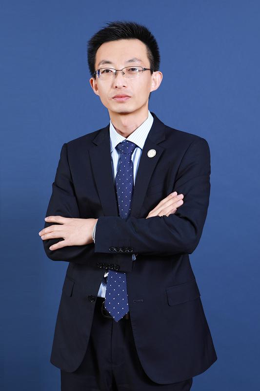 薛传飞律师,盈科高级合伙人,刑事重案部副主任