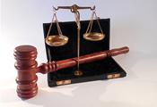 应巩固和加强政法工作中的依靠群众的原则