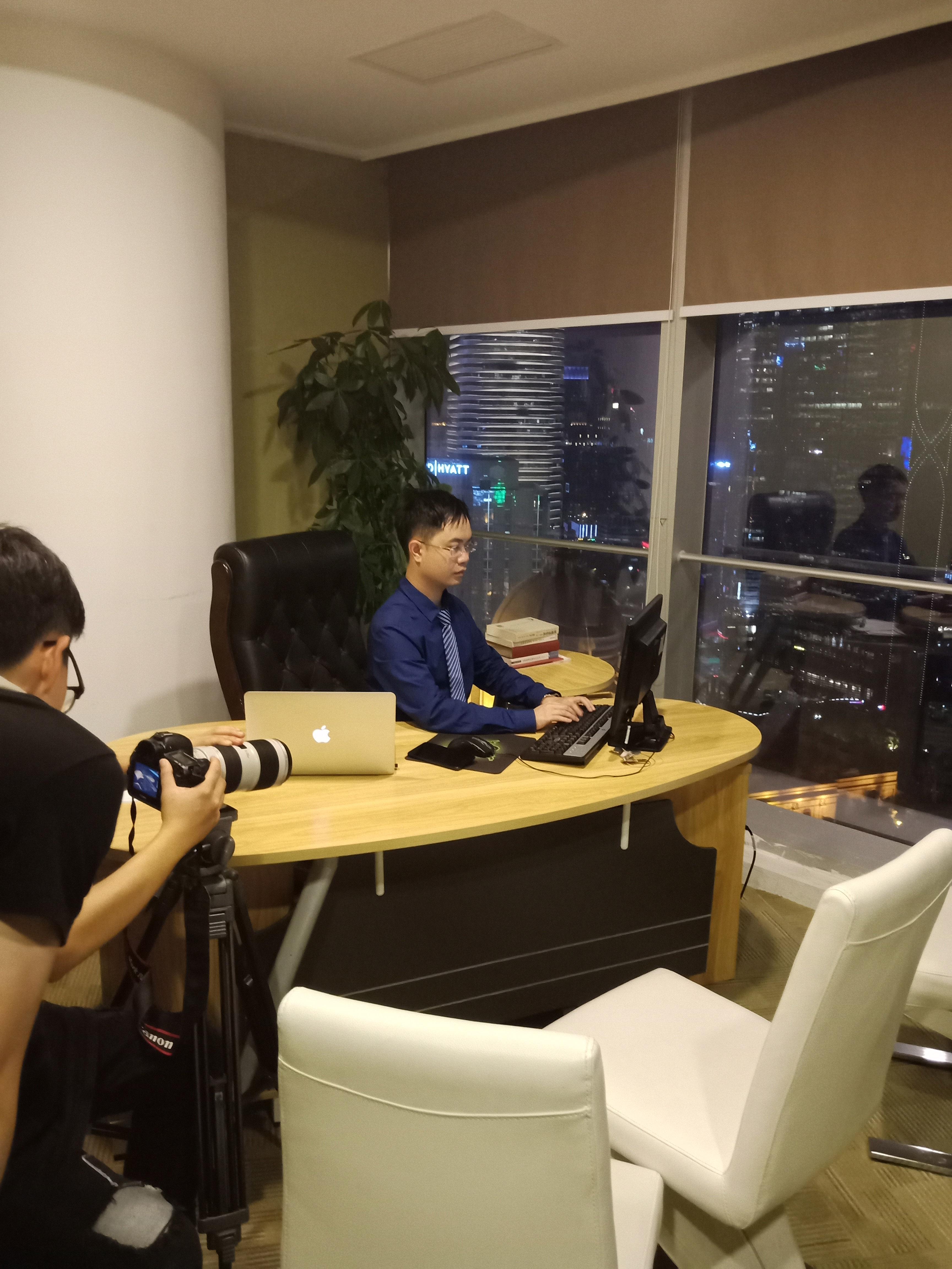 马俊哲律师团队拍摄深夜工作
