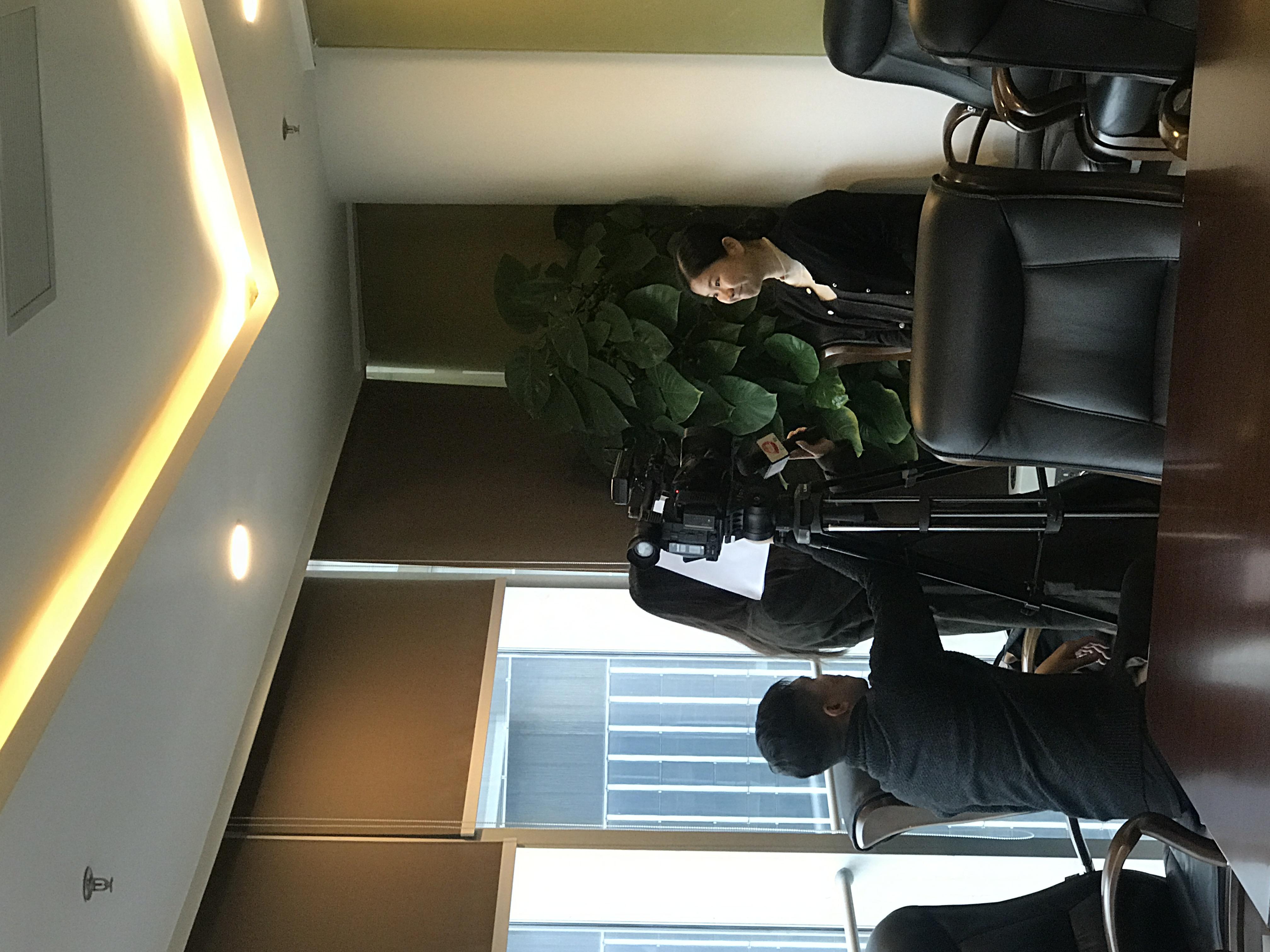 电视台采访律师团队