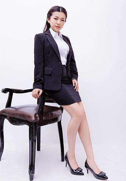 束丽丽律师照片4