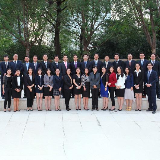 王越律师与她的团队