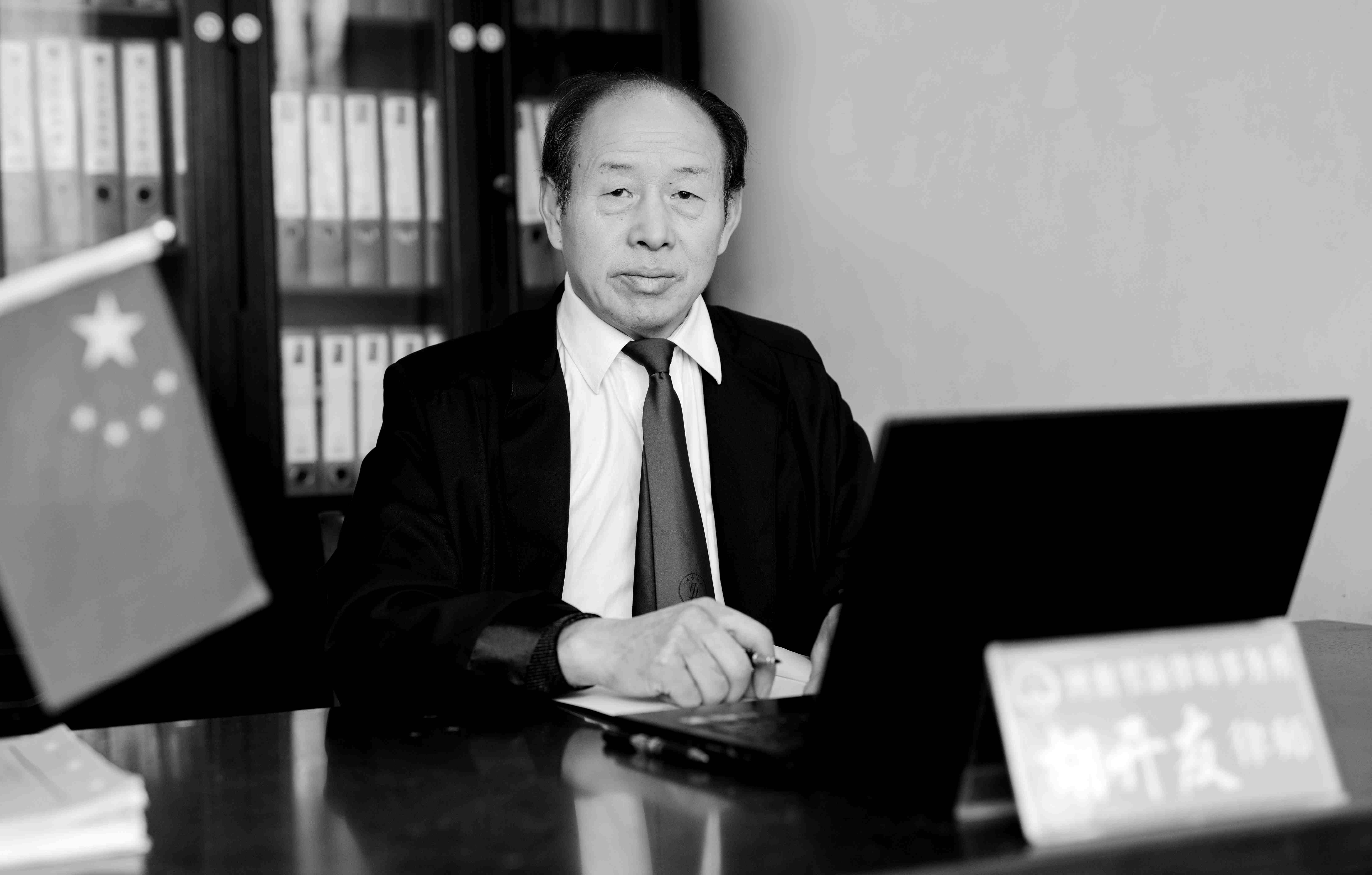 胡开友律师(胡开友律师于2020年1月因病逝世。)