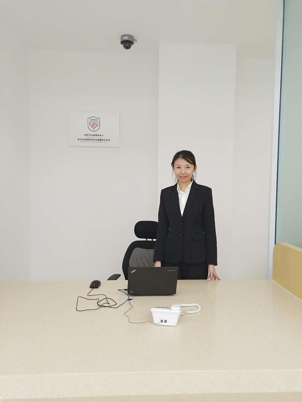 冯倩律师在法律援助工作站