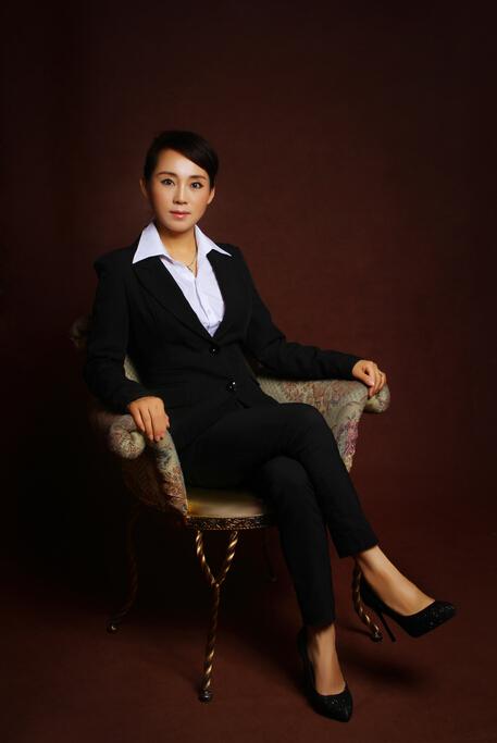 李易桐律师形象照